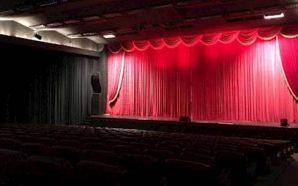 Czy warto zabrać drugą połówkę na randkę do teatru?
