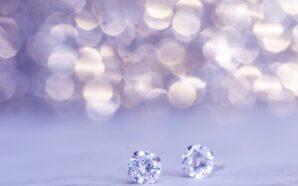 Złote kolczyki z diamentami czy sztuczna biżuteria?